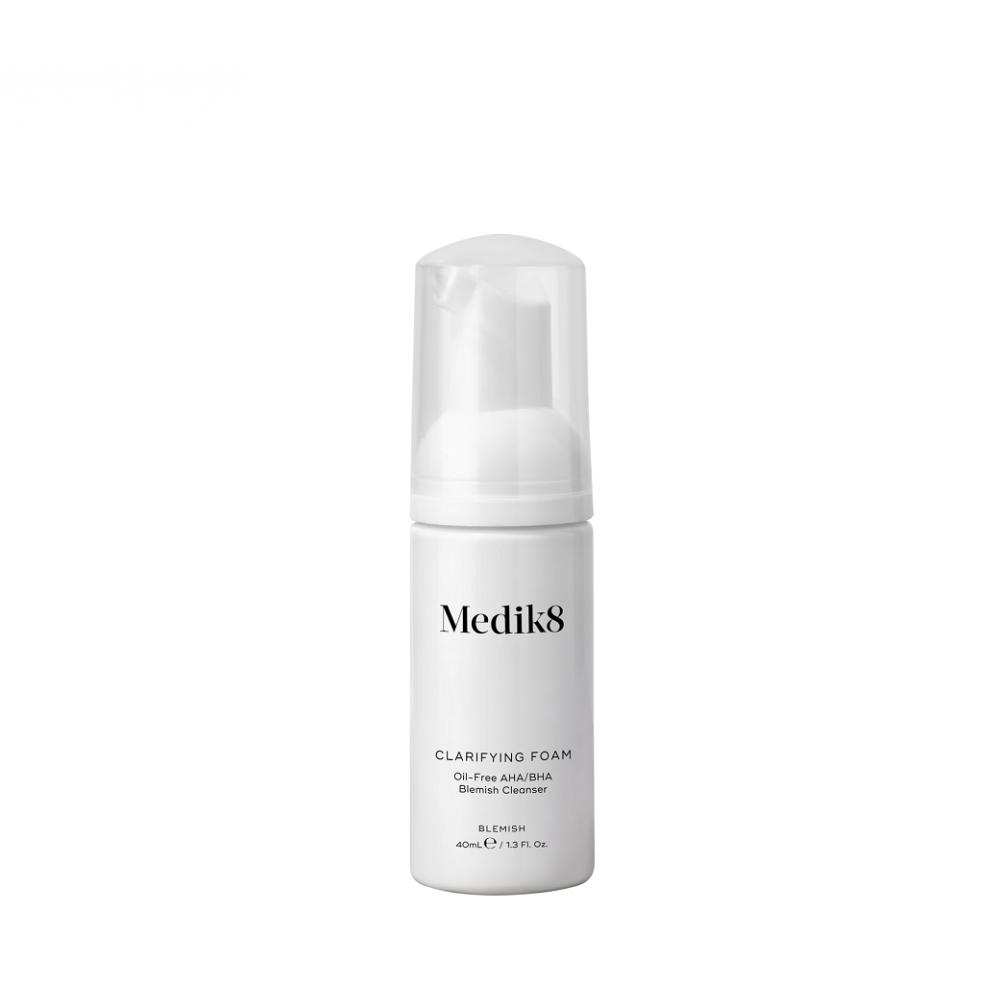 Очищаюча пінка з AHA і BHA для проблемної шкіри - Medik8 Clarifying Foam