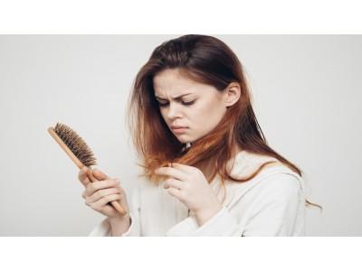 Почему выпадают волосы осенью?